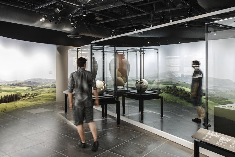 Exposition Les Étrusques – Civilisation de l'Italie ancienne, Musée Pointe-à-Callière, Montréal, 2012