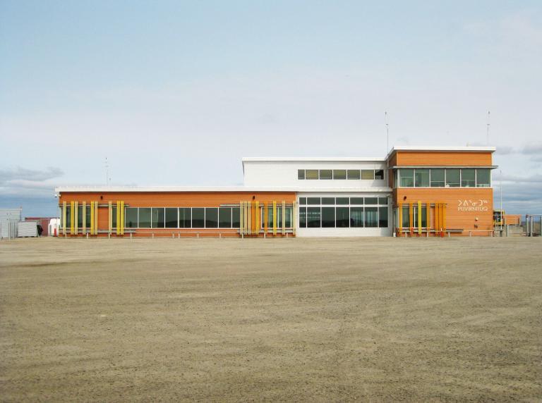 Aérogare de Puvirnituq, Puvirnituq, Nunavik Québec, 2012