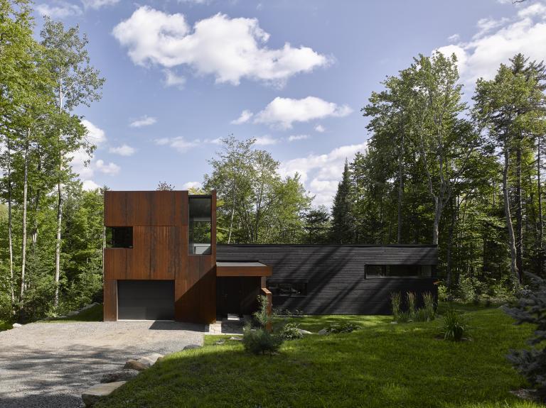 House on Lac Charlebois, Sainte-Marguerite-du-Lac-Masson, Quebec, 2015