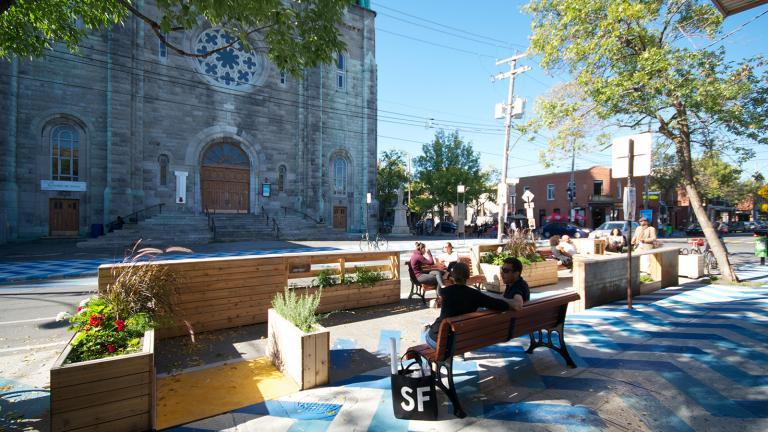 Place de Castelnau, Montréal, 2015