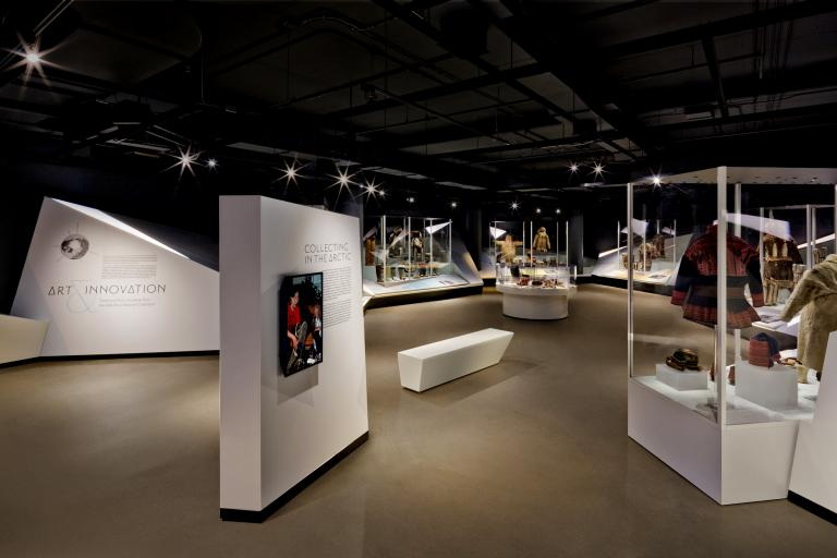 Art & Innovation, exposition permanente présentant la collection du Bata Shoe Museum, Toronto, 2016