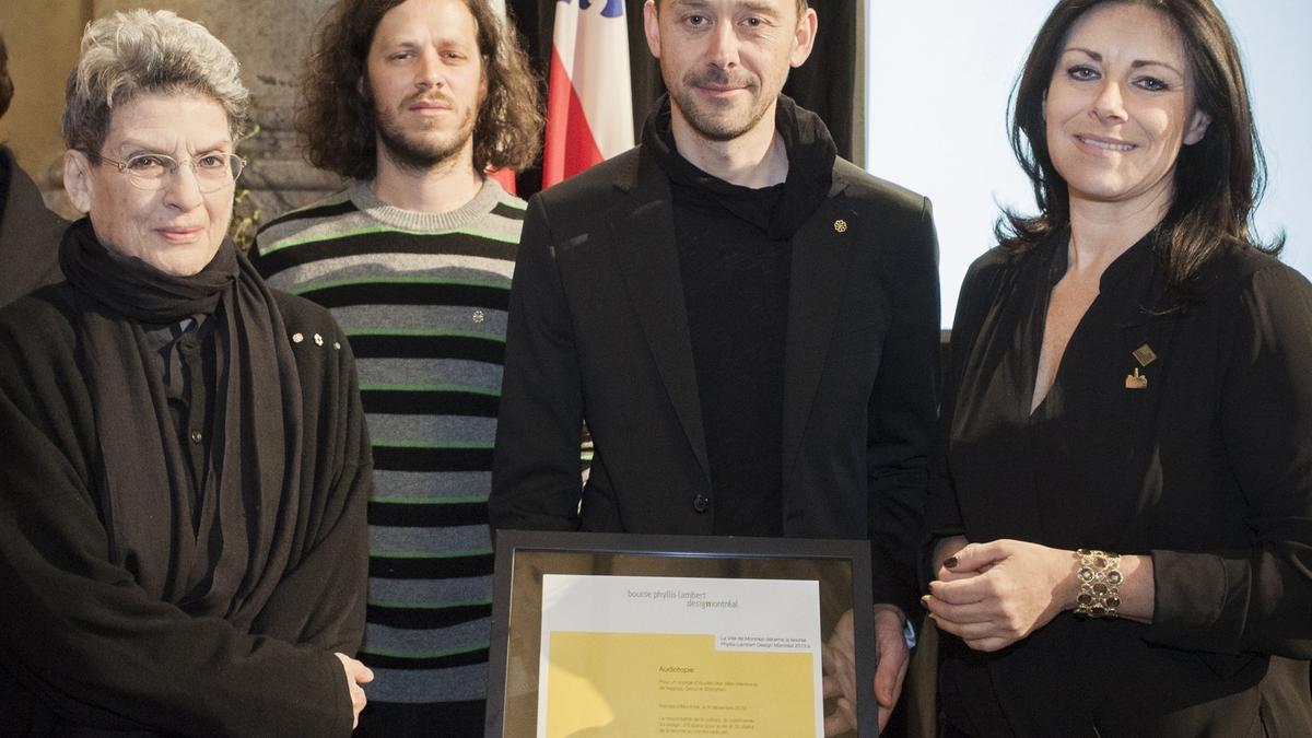 Cérémonie officielle de remise de la bourse Phyllis-Lambert Design Montréal, 9 décembre 2013. Phyllis Lambert, Étienne Legast, Yannick Guéguen et Manon Gauthier, membre du comité exécutif de la Ville de Montréal