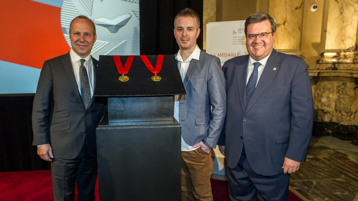 Ordre de montr al medal industrial designer jacques for Chambre commerce montreal