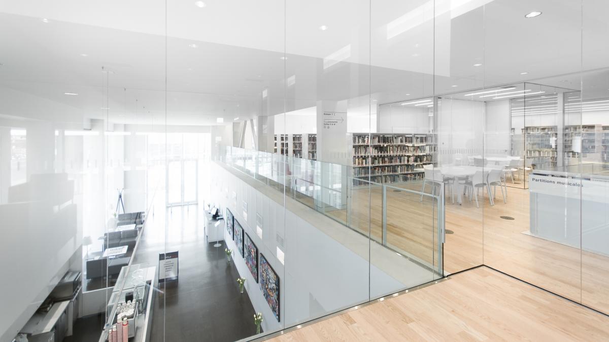 ... moderne, la bibliothèque Saul-Bellow vous attend!  Design Montréal