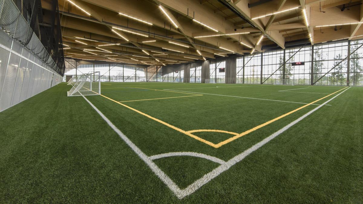 Stade de soccer au complexe environnemental Saint-Michel