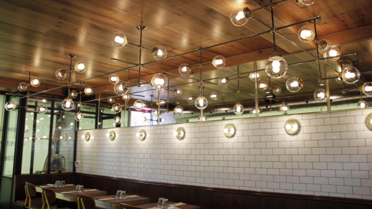 int-Lambert lighting, Pizzeria № 900, Saint-Lambert, Québec, 2015