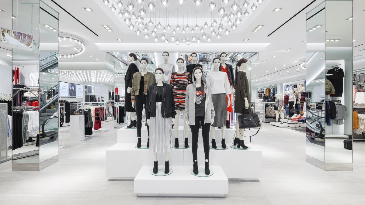 Boutique H&M, centre ville de Montréal, 2016