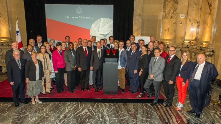 Conseil municipal lors du dévoilement de la médaille de l`Ordre de Montréal, Hôtel de Ville de Montréal, 17 mai 2016