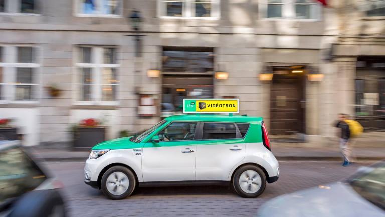 Dômes publicitaires rétroéclairés pour Téo Taxi par Messier Designers