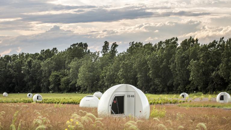 Sphères recouvrant les puits de captage du biogaz au parc Frédéric-Back, par Morelli Designers, arrondissement de Villeray–Saint-Michel–Parc-Extension