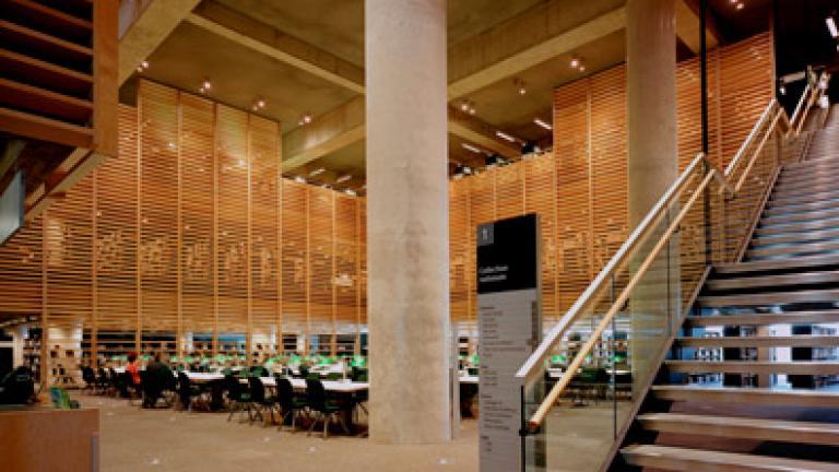 Grande Bibliothèque / Architecture : Patkau / Croft-Pelletier / Gilles Guité Architectes / MSDL (concours d'idées pour l'étape de la sélection et concours de projet rémunéré auprès des cinq concurrents sélectionnés) / Design du mobilier : Michel Dallaire