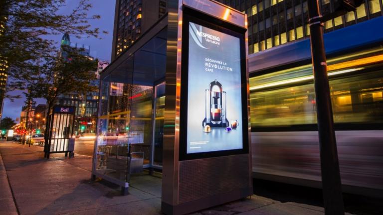 Abribus à l'usage de la Société de transport de Montréal (STM), par le consortium de designers Leblanc + Turcotte + Spooner